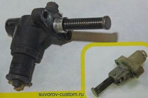 Два автоматических натяжителя (справа реечный), которые перед установкой на мотор, нужно взвести.