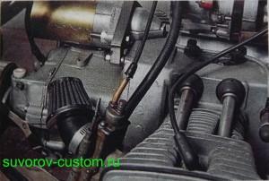 Подвод масляных трубок от датчика к гидрокомпенсаторам клапанов.