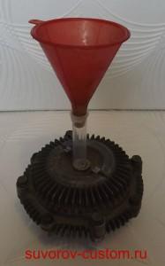 Приспособление для заливки жидкости в вязкомуфту.
