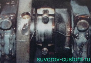 На фото видна эмульсия смеси антифриза и масла, которая скапливается на поверхности деталей двигателя, и которая содержит различные соли, легко превращающиеся в абразив.