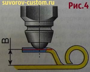 Поверхность упора (язычка) перпендикулярна оси иглы и сточена, чтобы выровнять ямку.