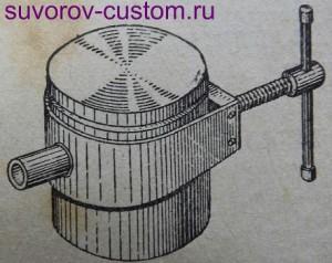 Выпрессовка поршневого пальца с помощью приспособления.